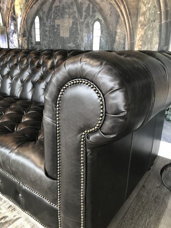 leather sofa tufted